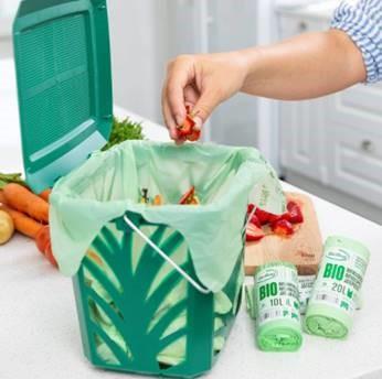 En komposthink med Biobags kompostpåse